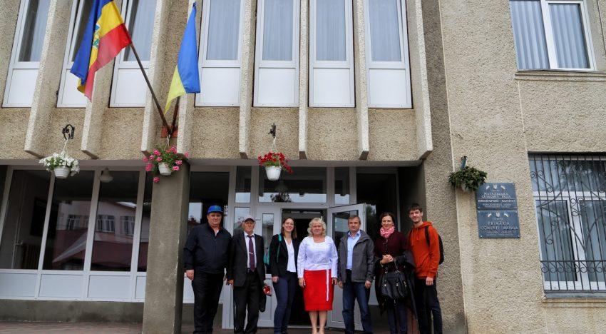 Alegeri în patru comunități teritoriale unite din regiunea Cernăuți. Victorie sigură pentru candidatul Elena NANDRIȘ, încă un mandat de primar în Comuna MAHALA!