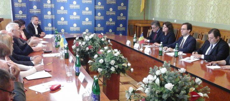 Petre Guran in Ucraina despre scolile romanesti cu oficiali ucraineni
