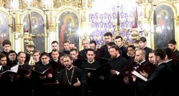 O colecție de  bijuterii corale din perioada Sfintelor Paști din București…