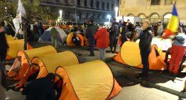 Foto: Baricada Unirii, noaptea la Piața Universității (22 octombrie 2016)