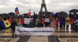 Diapora R. Moldova protestează în continuare față de rezultatele alegerilor. La Chișinău proteste eșuate!