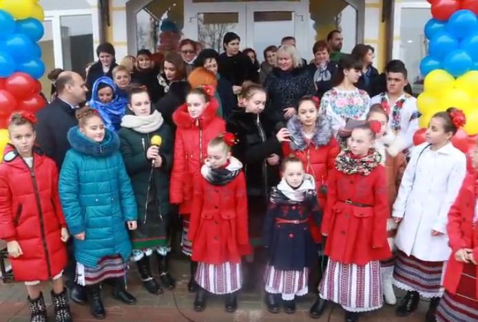Foto-Video / Oficialități, românii din România și Republica Moldova, oaspeți de seamă la deschiderea unei noi gradinițe românești în satul Mahala, regiunea Cernăuți/Ucraina