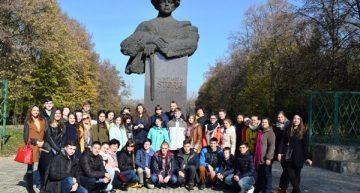 """Foto: """"Drumul spre Casă""""-50 de elevi din Comrat și Cahul (R. Moldova) au venit să-și cunoască Țara Mamă – România"""