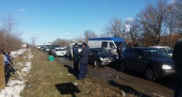 Ucraina / Proteste în nordul Bucovinei – drumul Cernăuţi-Suceava a fost blocat