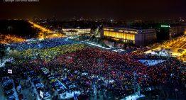 Video: 70.000 de oameni au protestat sub forma steagului României în faţa Guvernului de la București