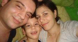 Un copil special are nevoie de ajutorul nostru! Vedeti mesajul induiosator si plin de speranta al lui Robert Nectarie diagnosticat cu paralizie cerebrală