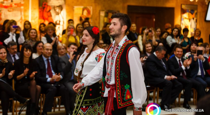 Costumul național românesc, promovat de Ambasada României la Kiev