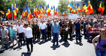 Chișinău: Sistemul electoral mixt a fost votat. Parlamentul a fost luat cu asalt de protestatari!