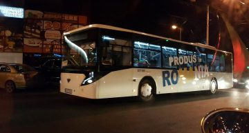 """Pe străzile Chișinăului au apărut autobuze noi cu o inscripție mare """"Produs în România"""""""