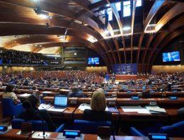 Șapte state se retrag de la sesiunea APCE în semn de protest față de revenirea Rusiei. Reacție dură a marele maestru al șahului Garry Kasparov, pentru votul pro Putin în APCE