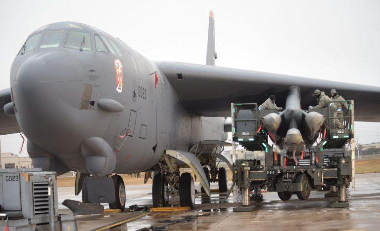 Video: Pentru prima oara după 1991, SUA plasează bombardierele atomice în alertă permanentă!