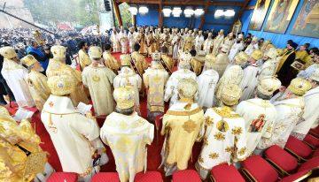 Patru conducători de Biserici Autocefale au coliturghisit în Bucureşti și au comemorat mărturisitoriii din toate țările comuniste trecuți la Domnul