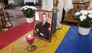 Foto: Românii din Cernăuți s-au rugat pentru Regele Mihai I. Suflarea românească din capitala Bucovinei istorice alături de România Îndoliată, împreună cu diplomația română