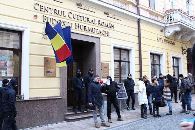 """Noi presiuni și intimidări la adresa comunității românești din Cernăuți! Forțele extremiste ucrainene au luat cu asalt Centrul Cultural Român """"Eudoxiu Hurmuzachi"""""""