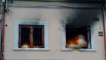 Recrudescența extremismului ucrainean sau tot o mană rusească? Casa Naţională a maghiarilor din regiunea Transcarpatică (Ucraina) a fost incendiată!
