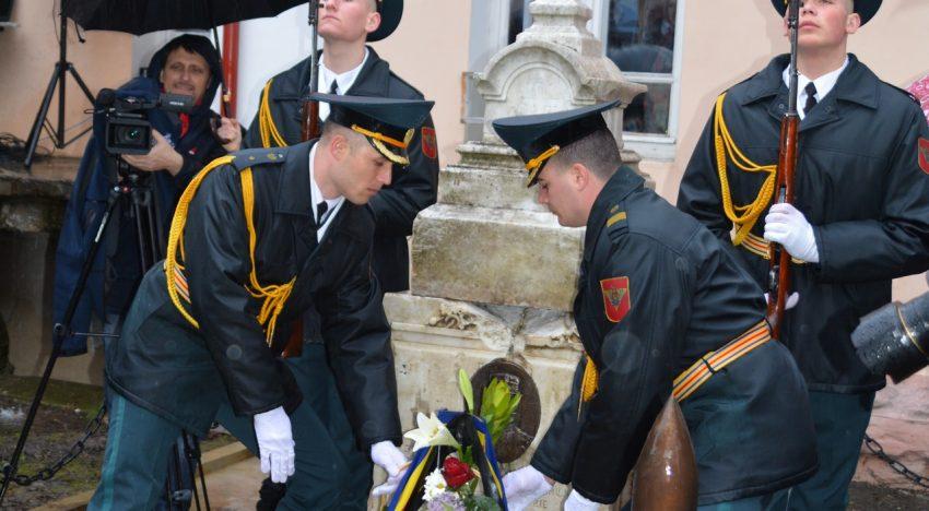 FOTO VIDEO: Memoria Eroului apărării Basarabiei împotriva hoardelor bolșevice, G-ral. Stan POETAȘ repusă în drepturi la Soroca, locul unde s-a jertfit generalul armatei române