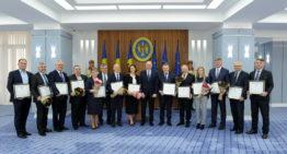 Un grup de medici, distins cu Diplome de Onoare ale Guvernului. Pavel Filip: Sunteți cei care stați la straja celui mai de preț lucru al unei națiuni – sănătatea