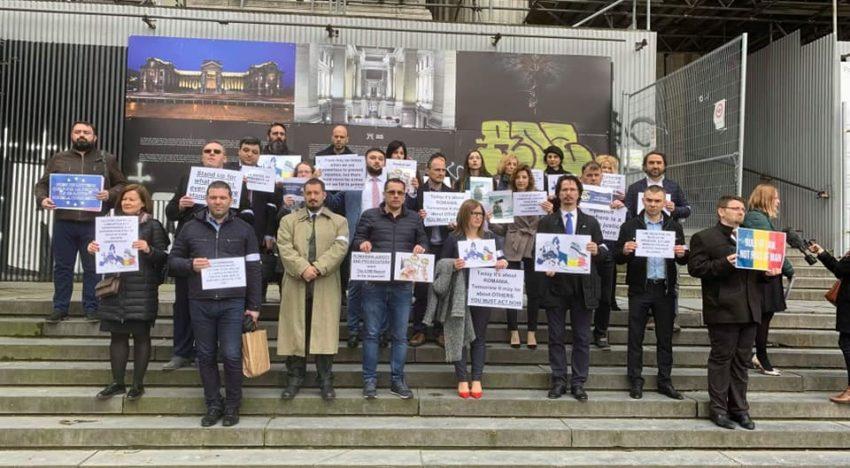 Bruxelles: Magistrații români aplaudați la scenă deschisă
