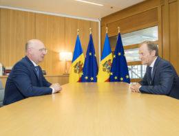 FOTO: Premierul Republicii Moldova, în dialog cu Donald Tusk: Este important ca viitoarea coaliție de guvernare să fie ferm angajată pe implementarea Acordului de Asociere cu UE