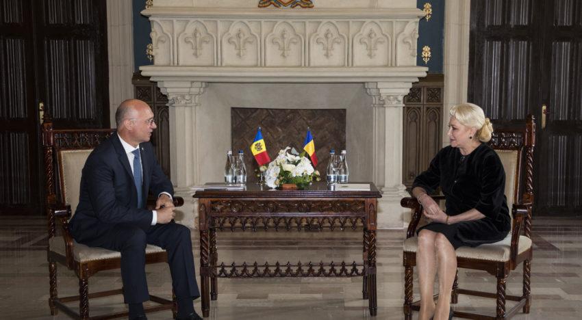 Foto / Premierii Viorica Dăncilă și Pavel Filip, întrevedere la Iași: Dorim să păstrăm și să intensificăm cooperarea bilaterală, în beneficiul cetățenilor