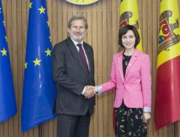 Foto / Premierul RM Maia Sandu s-a întâlnit cu Johannes Hahn, Comisarul European pentru politica de vecinătate și negocieri de extindere