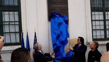 Foto: Omagiul lui Donald Trump pentru Eroii Revoluției Române la Timișoara, imprimat pe o placă de bronz