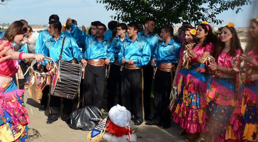 Senatul României: 10 ani de inchisoare pentru manifestări rasiste la adresa etniei rome
