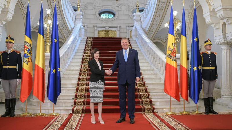 În direct: Ceremonia primirii oficiale a Președintelui României, Klaus Iohannis, de către Președintele Republicii Moldova, Maia Sandu