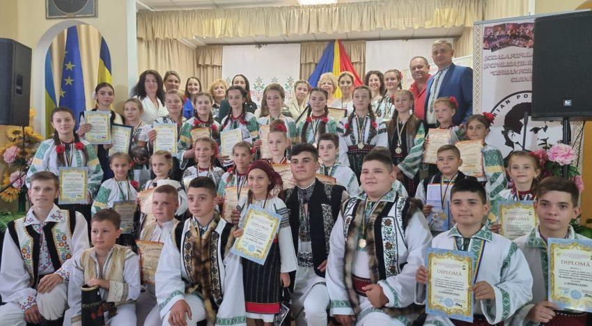 """Festivalului-concurs Internațional de muzică populară românească din Cernăuți, ,,ÎN GRĂDINA CU FLORI MULTE"""" – una dintre cele mai de amploare acțiuni culturale din regiune"""